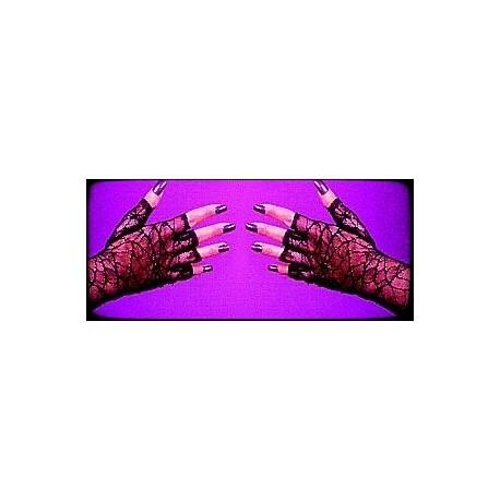 black-lace-fingerless-gloves